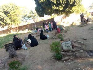 زيارات المقابر في العيد بقنا