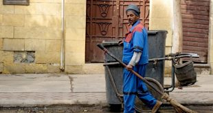 عمال النظافة في نجع حمادي